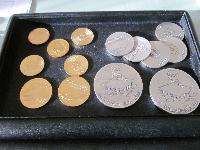 K18記念金貨・記念銀貨の画像.png