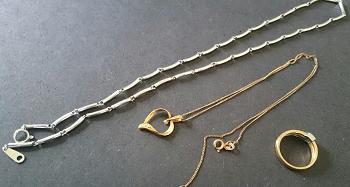 18金のネックレスと指輪.png