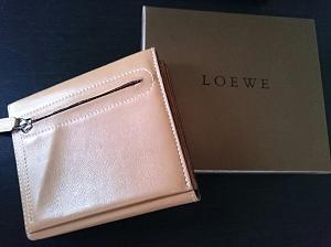 LOEWEロエベ 二つ折りレザー財布買取品.png